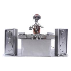 Figurine disc jockey