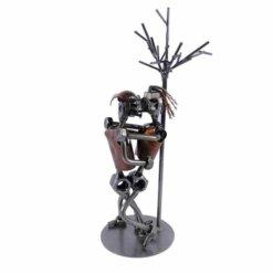 Figurine couple sexe sous un arbre