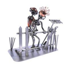 Figurine couple sexe dans le jardin