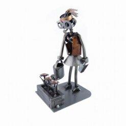 Figurine jardinière en métal